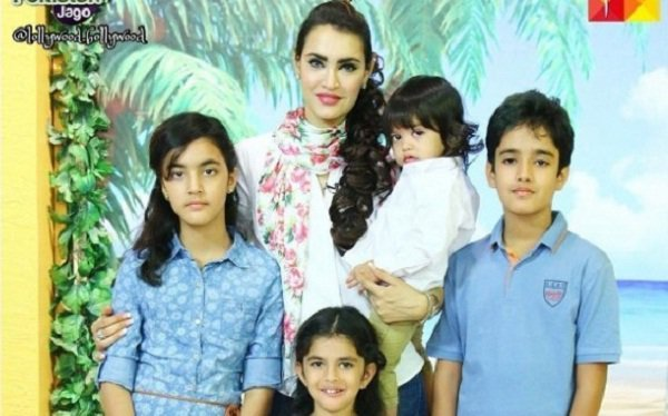 Nadia Hussain is a well-known Pakistani actress, model, host and fashion designer. She tied the knot with Atif Khan in 2003 and now she is the mother of her two sons and two daughters. She rose to fame due to modeling. Here I am going to share the pictures of Nadia Hussain with her family. […]The post Adorable Family Photos Of Nadia Hussain appeared first on Style.Pk.     #india_pakistan