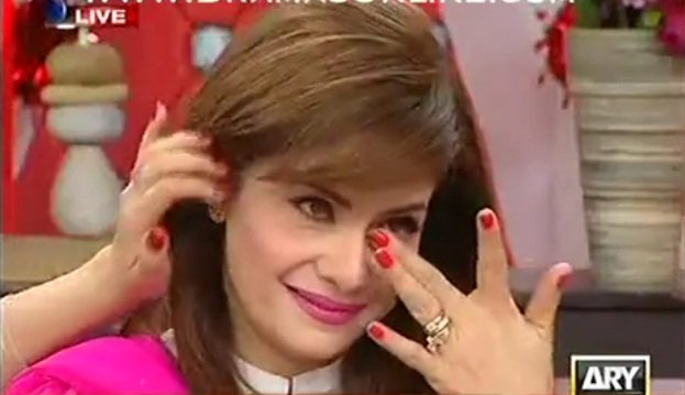Most of us think that showbiz personalities have a luxury lifestyle, but sometimes celebrities are not as happy as they seem to be. Amber Khan is a well known Pakistani host and beautician. She is seen on several television channels where she shares both fashion and makeup tips. We love to see her on television […]The post Amber Khan Got Emotional While Telling The Torture She Faced By Her Husband appeared first on Style.Pk.     #india_pakistan