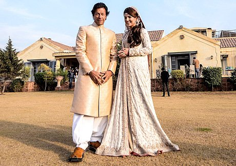 It is time to talk about captain Imran Khan 2nd wedding. Yes, he has been an exceptional and one of the finest cricketers of the country ever. These days, Imran Khan is much talked about due to his political activities. 