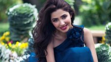 Dancing with abandon and the Gujrati word for 'idiot' are some of her takeaways from the Raees shoot Dancing like no one's watching  it's an art Mahira picked up while shooting Raees, the actress told NDTV. #Bollywood