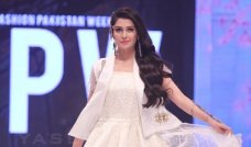 Recently, Ayeza Khan was spotted walking down the ramp for Lala Textiles Collection at Fashion Pakistan Week 2016. Many top models were spotted at FPW2016 but what really caught everyone's attention was when the showstopper Ayeza Khan stepped onto the runway. Ayeza Khan, who was seen in white and golden outfit with a perfect makeup […]The post Beautiful Ayeza Khan Walks The Ramp For Lala Textiles At FPW16 appeared first on Style.Pk.     #india_pakistan