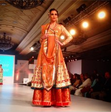 The Taj Palace Hotel is buzzing with fashion frenzy as leading designers and artists showcase their collections at the Aalishan Pakistan exhibition, organised by Trade and Development Authority Pakistan (TDAP) in New Dehli, India.  #Pakistan #TapuJaveri