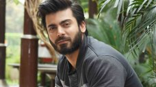 Fawad says he's invited his Bolly bud Siddharth to his homeland What will it take for our Pakistani stars' Bollywood friends to cross the border? Fawad has the answer. #Bollywood