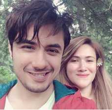 Ali Zafar is famous Pakistani singer and actor. He is busy in shooting of his upcoming movie. See Recent clicks of Ali Zafar with his Wife.The post Recent clicks of Ali Zafar with his Wife appeared first on Style.Pk.     #india_pakistan