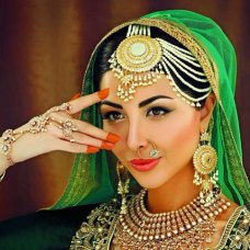 Gorgeous Sabeeka Imam. Love this whole Pakeeza look for winter edition of Asiana mag 2013. Beautiful jewellery by Innaya Couture. #asianbride #indianbride #pakistanibride #jewels #jewelry #jewellery #sabeekaimam #asiana #asianatv #innayacouture @sabeekaimam @a_vasani #potn #ootn #model #pakistanimodel #followme #sand   instagram