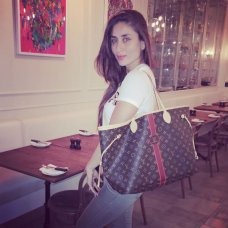 KKK #kareenakapoorkhan #star #muse #farazmanan #dubai #fashion #films #friends #hot #beautiful #kareenakapoor #bebo #love @louisvuitton