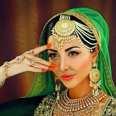 Inspired by the Bollywood queen Mina Kumari ! amazing actress with beauty & kindness. Seen in the Asiana wedding magazine 2013 with tips and suggestions of today's brides wanting yesteryears looks! #malikajafrin #malikajafrintraining #malikajafrinsigniturebride #meenakumari #bollywood #innayacouture #pakeeza #contour #highlight #kryolan #kryolanoffcial #sand | instagram