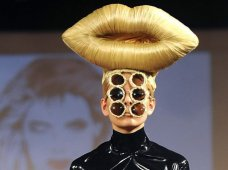 weirdest fashion trends 2016. Strange historical fashion are seen in every era. At time you just has to wonder how certain things get started that influence the choices that millions of people make. People loves to fit in. 