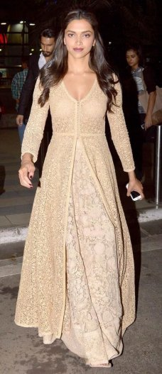 Deepika Padukone looking stylish & gorgeous as usual Indian Outfits, Simple Indian Dress, Indian Dresses, Bollywood Fashion, Indian Fashion, Indian Wedding Outfits, Sabyasachi Anarkali, Indian Pakistani, Deepika Padukone Saree 9 comments metmuseu. 
