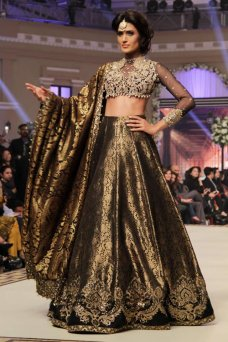 Bridal Dresses, Style, Here, Assuming, Wedding, Manan Bridal, Indian Dresses, Bridal Couture, Indian Fashion, Bridal Lehengas Telenor Bridal Couture Week Day 1 showcased the most exclusive bridal collection of Faraz Manan on Dec 11 at Faletti's.  #Bride