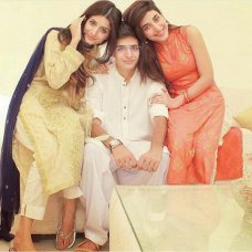 The Hocane sisters are ruling media industry. Urwa and Mawra Hocane's brother Ins e Yazdan is going to make acting debut in Udaari.The post Urwa and Mawra Hocane's brother Ins e Yazdan is going to make acting debut in Udaari appeared first on Style.Pk.     #india_pakistan