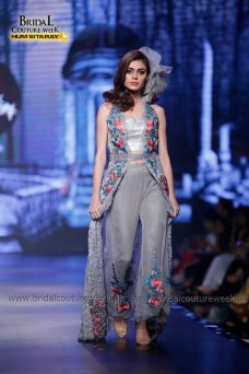 Saadia Mirza Collection at Bridal Couture Week Gold 2016... #Hautecouture