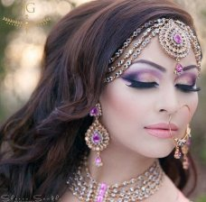 Hey,fashion divas! Your personal stylist is always here to offer you the most fantastic fashion ideas. In this post, we have pick out some gorgeous Indian style makeup and hairstyle looks for weddings. 